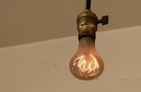 Ampoule De Livermore une ampoule centenaire(115ans) à la caserne américaine de livermore