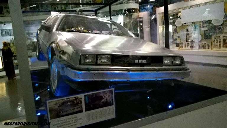 11721811_original-Delorean-la -voiture -dans- retour- vers le -futur