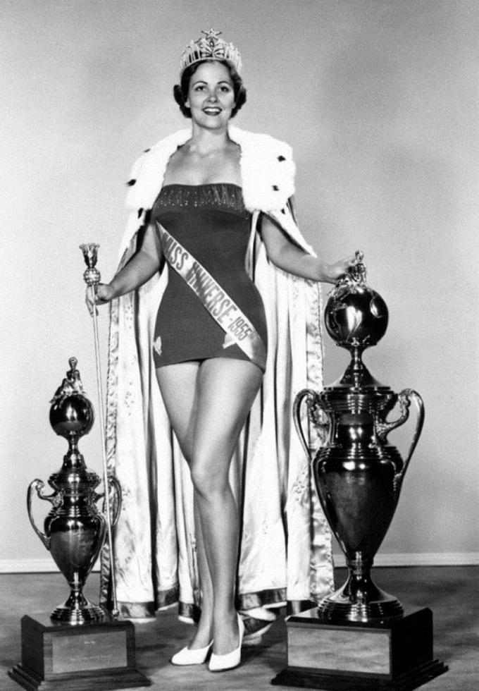 1954. Miriam Stevenson (USA) - Miss Universe.