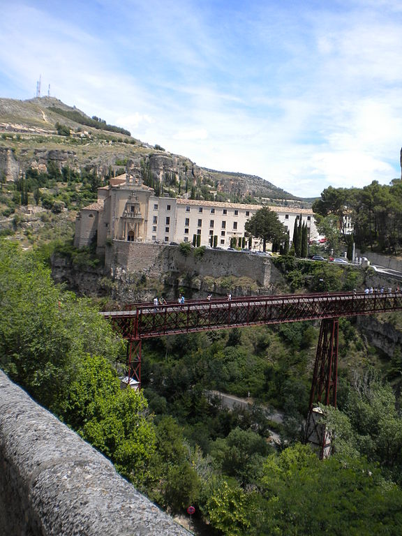 576px-Designed_by_Eiffel_a_Bridge_in_Cuenca_Spain_same_person_who_designed_the_Eiffel_Tower_in_Paris