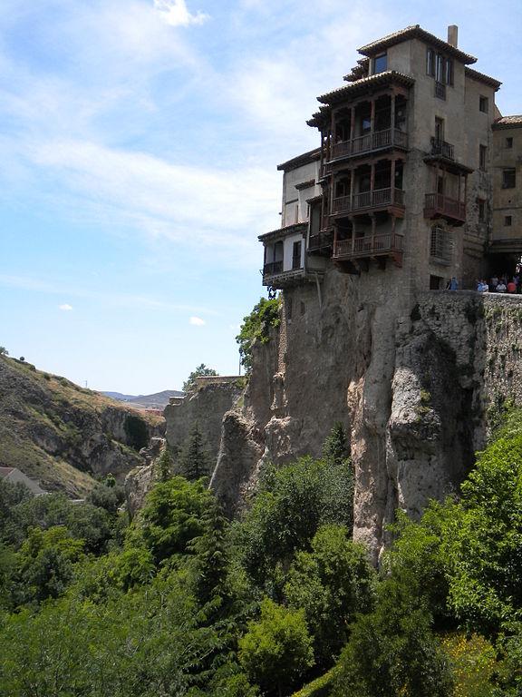 576px-Hanging_houses_in_Cuenca_Spain