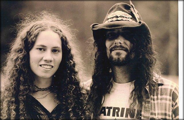 Les hippies se distinguaient du reste de la population, qu`ils appelaient les  straight