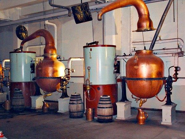distilation de la chartreuse verte et jaune