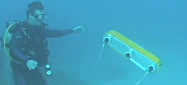 aqua2-robot-amphibie-terre-eau-nager2