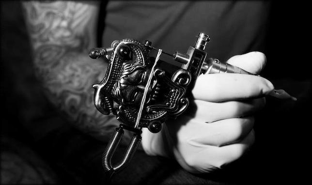 belle_MACHINE_à- tatouer-_slyle-_Art__-mesfavorisites.com