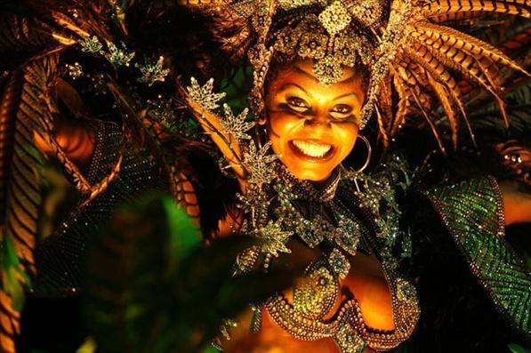carnival_rio_de_ janeiro_costume-de_plumes_mesfavorisites.com
