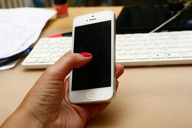 téléphone portable, iphone, main avec téléphone, téléphone, au travail,