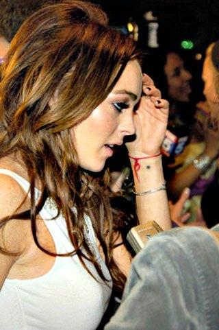 Lindsay- Lohan-tatouage-poignet