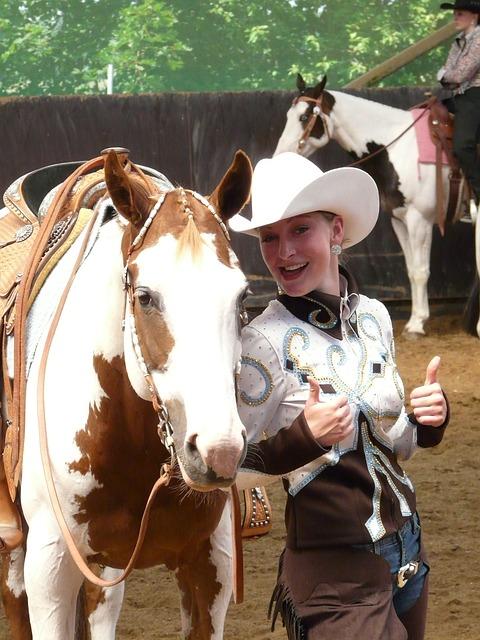 cow - girl , écuyère , frais , décontracté , joyeux , pouces vers le haut