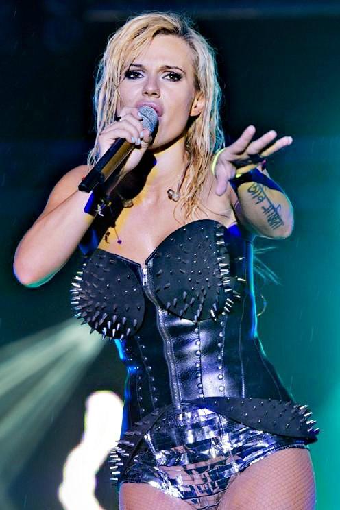 Doda_ en _concert _à Truskawkobraniu _juin_2012_mesfavorisites.com