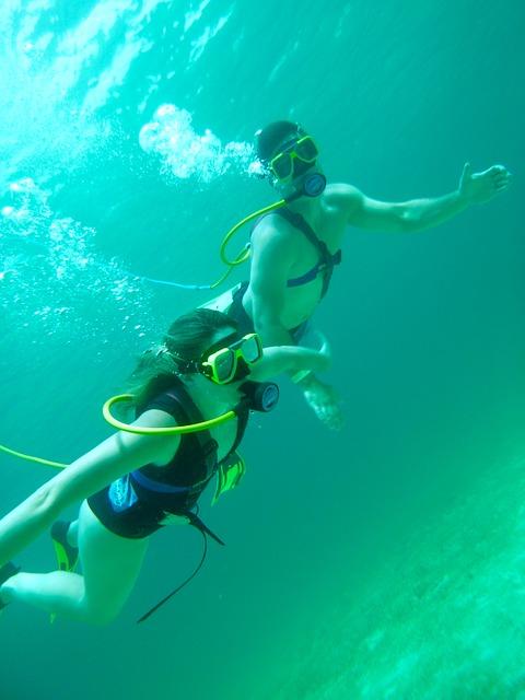 mer_plongeurs-nageurs-détendeur-bouteilles oxygéne