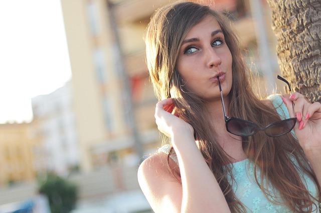 girl-410334_640Jeune Fille_ Posant -Lunettes_ De _Soleil_ Beauté Belle_arrêter- Fumer