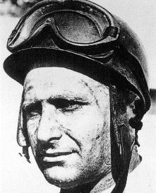 Il à 100 ans le 24 juin 1911, naissait Juan Manuel Fangio `Maestro` à Balcarce en Argentine. Qui crus qu`il allait devenir le plus grand pilote de l`histoire et qu`il allait inscrire de sont empreinte