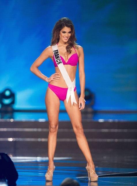 Iris- Mittenaere _ Miss -Univers-maillot_bain