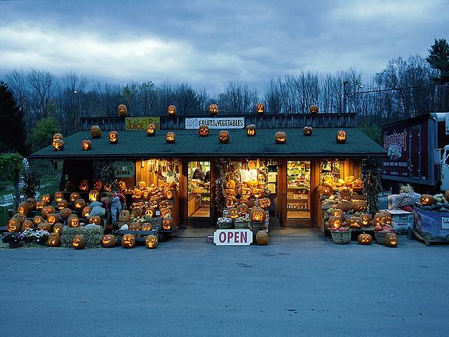 Halloween-jack-o-lantern-stand-