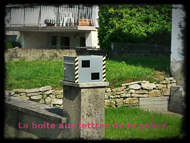 meuble-urbain-boîte-aux-lettres