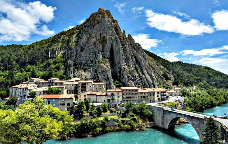 LES _PLUS- BEAUX_ VILLAGES_ DE_ FRANCE_vue_de-Sisteron