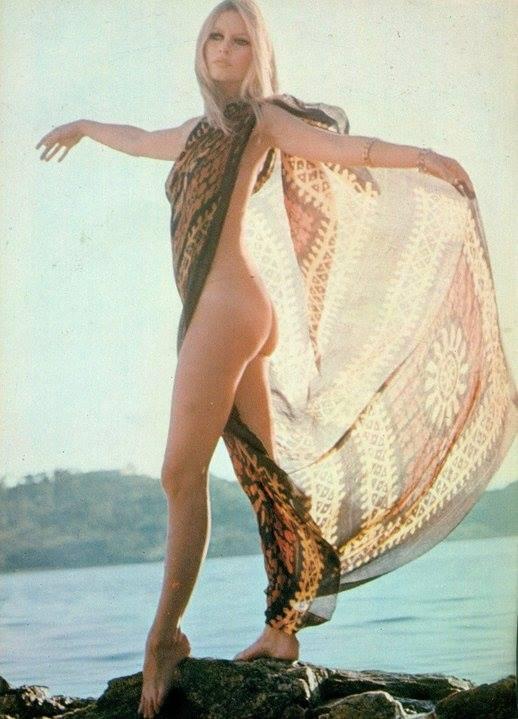 Manina- la- fille -sans- voiles-Brigitte-Bardot