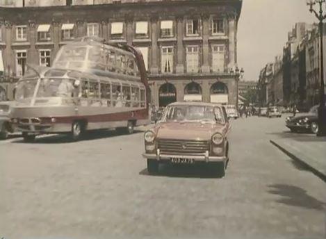 Peugeot 404- sur- la- place -Vendôme