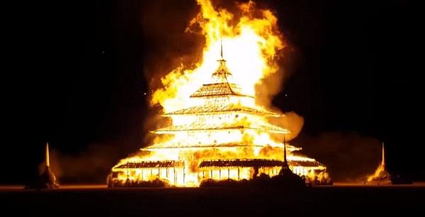 Temple-burning-man-en-feu-2