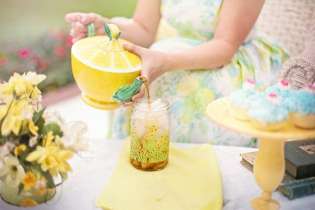 thé, heure personne, été, thé glacé, boire, citron, verser le,citron