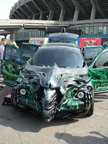 La dernière mode à Krasnoyarsk....les voitures-dragons