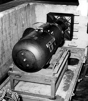 une bombe atomique qui a detruit hiroshima et Nagasaki