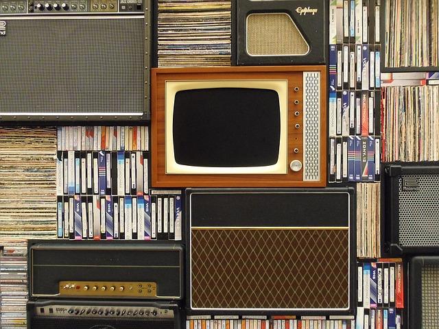 vieux téléviseur, documents, cassettes vhs, rétro, tv, vintage