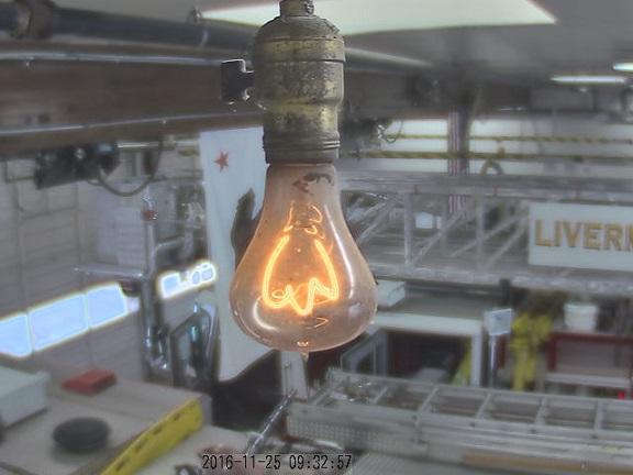 web cam-Une Ampoule _ centenaire(113ANS) _à _la _caserne _Américaine _de Livermore