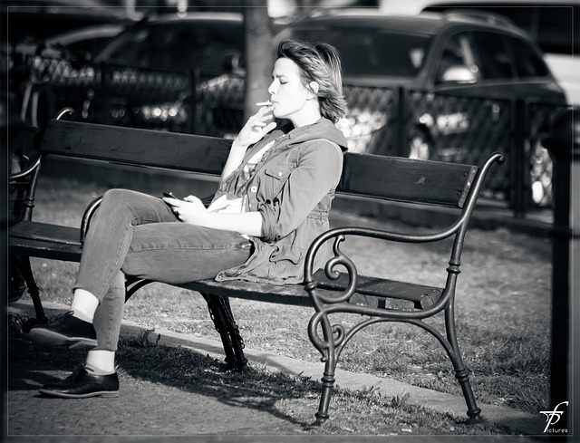 woman-293309_640Femme-arrêter- Fumer- Cigarette _Séance Au_ Repos